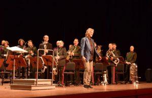 Johan de Meij vor Orchester