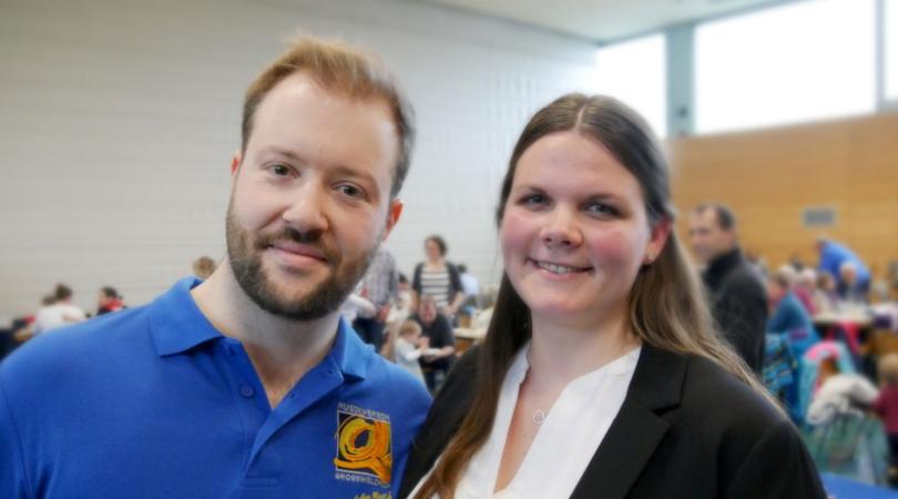 Der Dirigent Andy Schreck und die Moderatorin Anna Mainhardt
