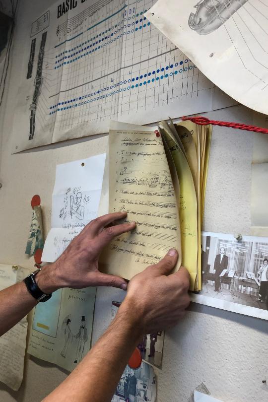 Uli Schneider hat alle Klöcker-Anweisungen immer noch an seiner Werkstatt-Wand hängen